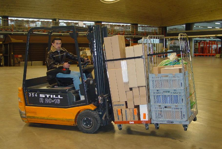 maual-outer-sleeves-lift-truck.jpg